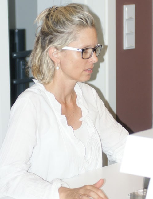Frau Dr. Pia Österle bei der Arbeit